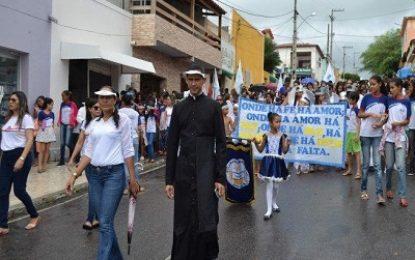 Serrita: Paróquia Nossa Senhora da Conceição e escolas fazem caminhada pela paz