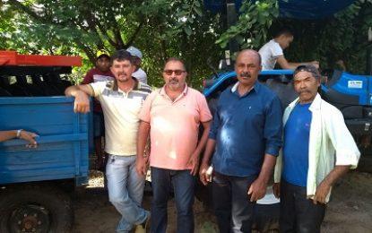 Mirandiba: Vereadores Antão e Damião entregam trator e equipamentos à comunidade do Feijão