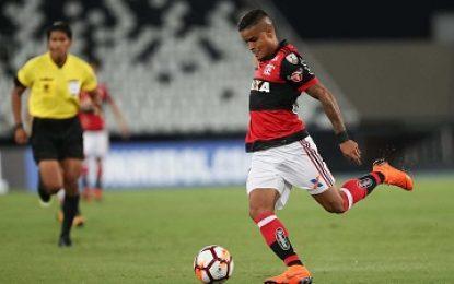 Flamengo dispensa Everton de viagem, e jogador fica perto do São Paulo