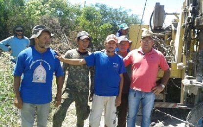 Mirandiba: Vereador Gilberto continua levando esperança para os sertanejos através de água de poços artesianos
