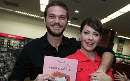 Emílio Dantas comemora estar em novela com namorada, Fabíula Nascimento