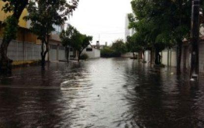Agência faz novo alerta de chuvas para três regiões de Pernambuco