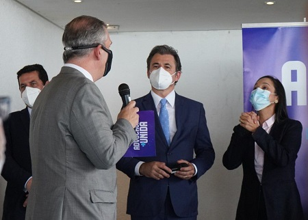 Presidente da OAB- PE Bruno Baptista com os pré-candidatos à presidência da instituição Fernando Ribeiro Lins e Ingrid Zanella